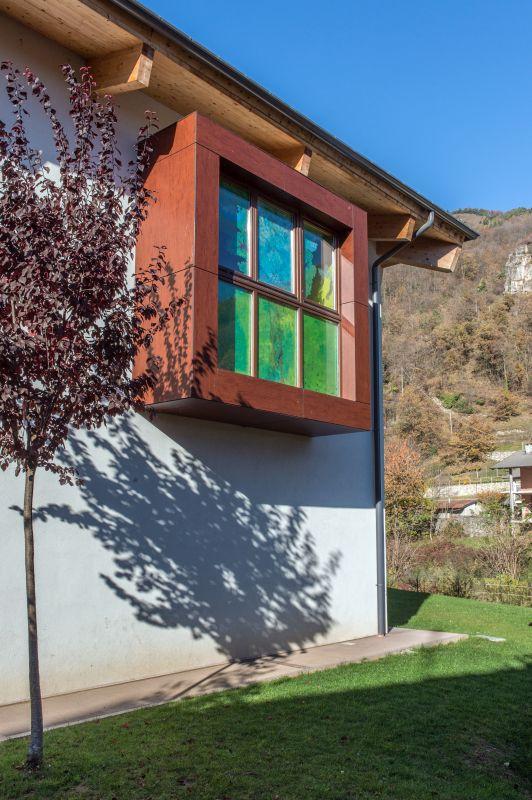 Nuova costruzione edile: angolo della scuola di valle